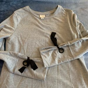 A New Day Gray Bow Sleeve Sweater 🖤